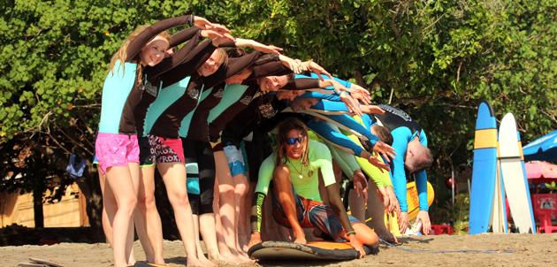 Групповые занятия серфингом в Endless Summer