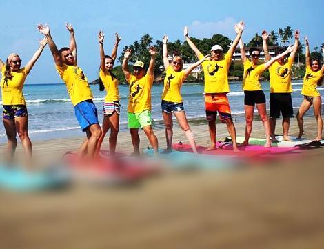 Групповые занятия серфингом в школе SurfLanka
